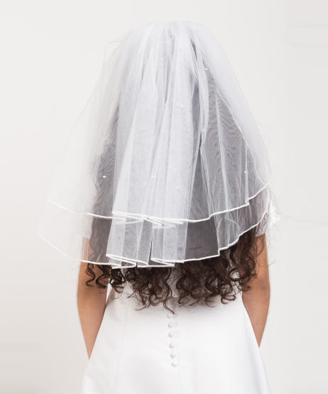Satin Edge Scattered Pearl Veil